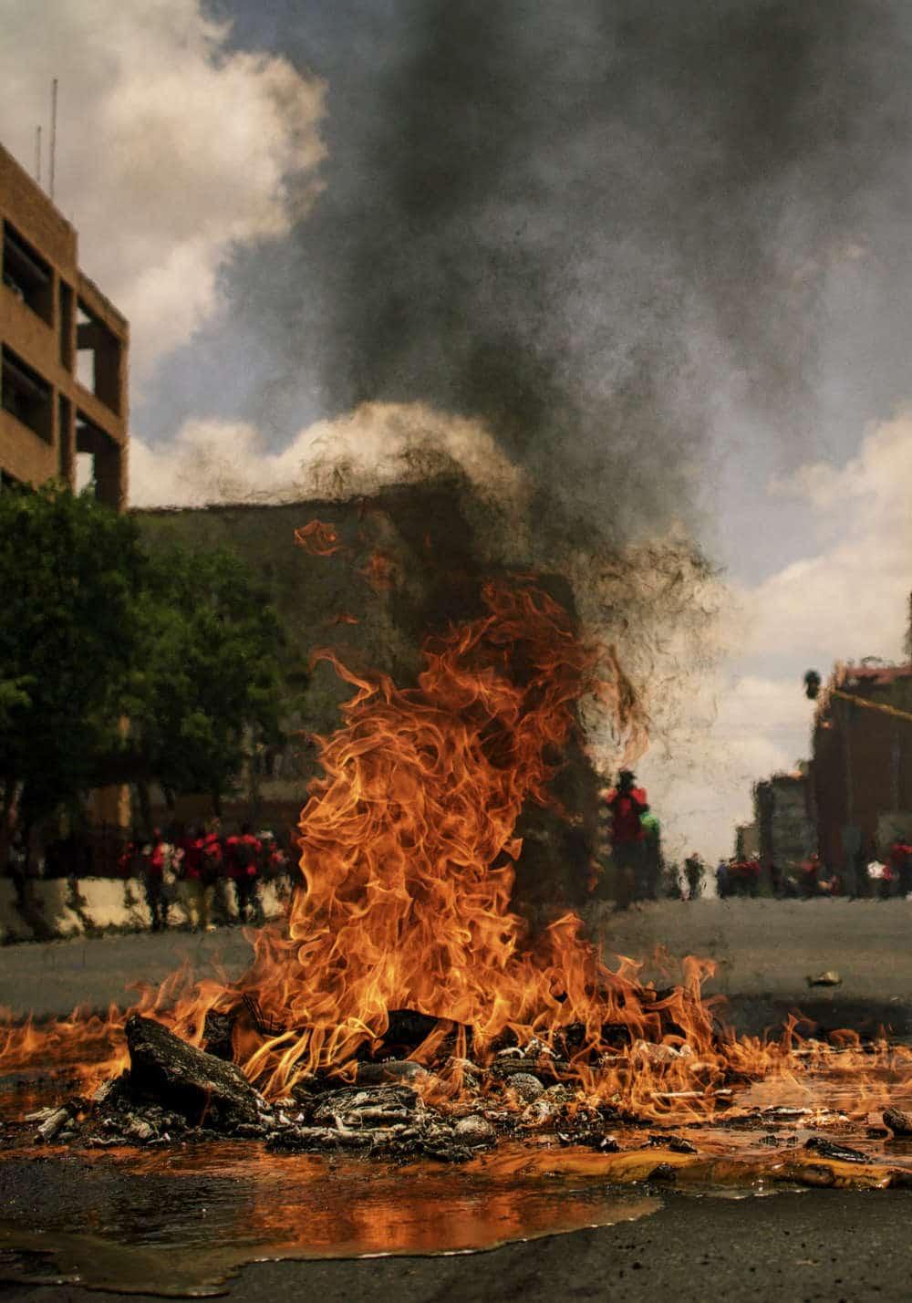 Feuer auf Straße